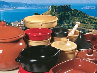 Keramikgeschirr in der Küche
