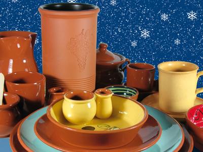 Keramik Geschirr zu Tisch